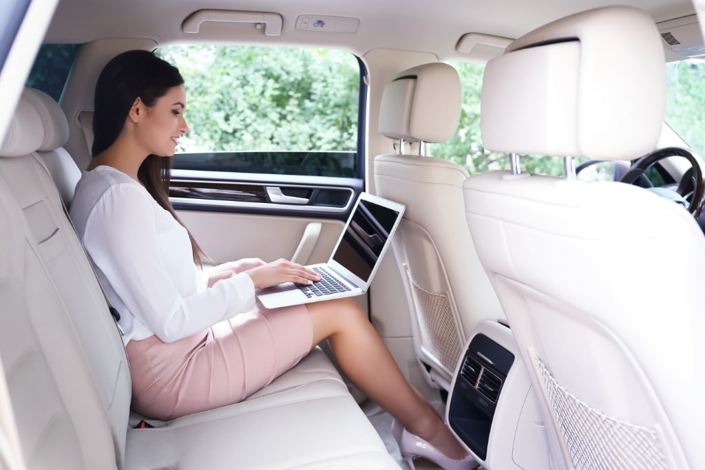 private corporate transportation with golden class limo